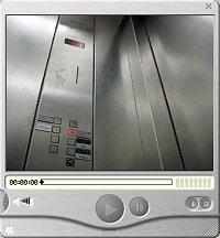 im Aufzug zum Büro